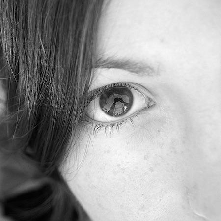 Närbild på en tjejs öga som vill vara anonym